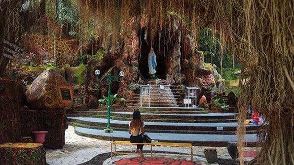 Goa Maria dan Sendang Sriningsih 2