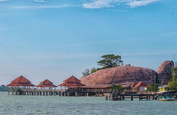 Pantai Kartini 5